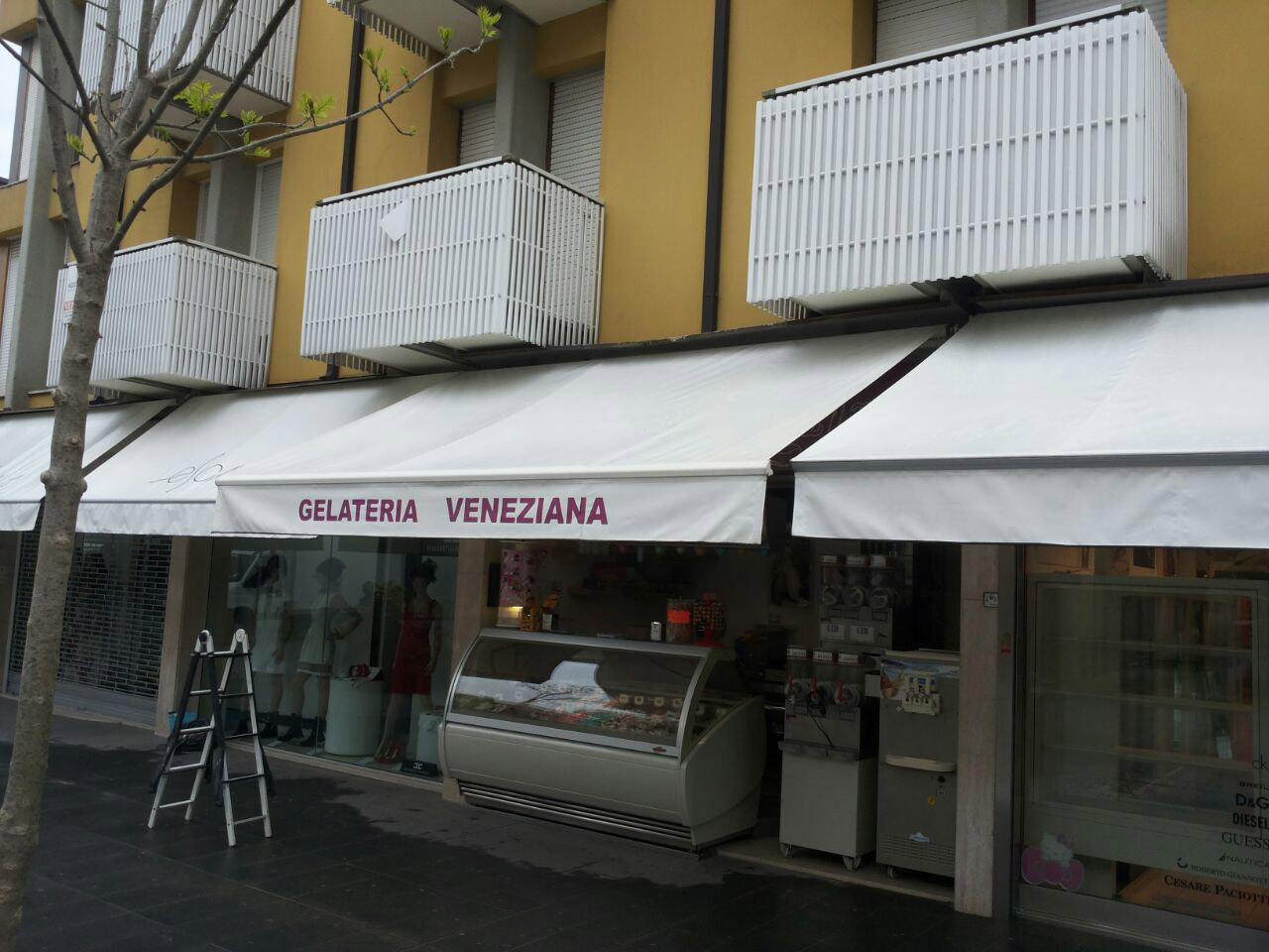 Gelateria Veneziana Lignano Udine Lavaggio Tende
